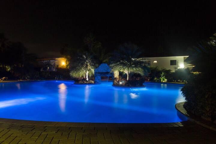 zwembad s avonds