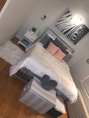 Beautiful one bedroom with queen size bed