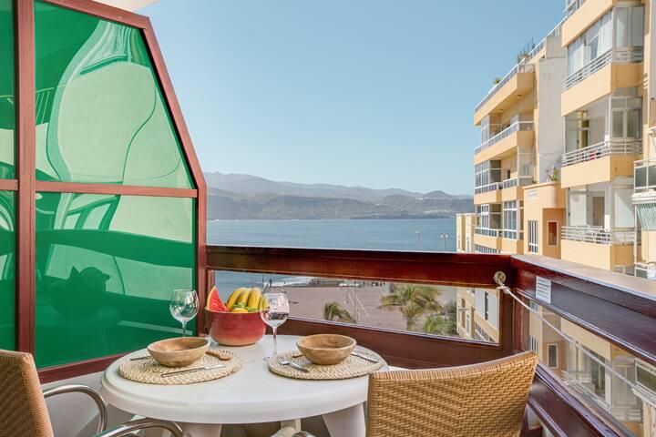 """Holiday Apartment """"Apartamento con balcón 42"""" with Sea View, Balcony & WiFi; Parking Available"""