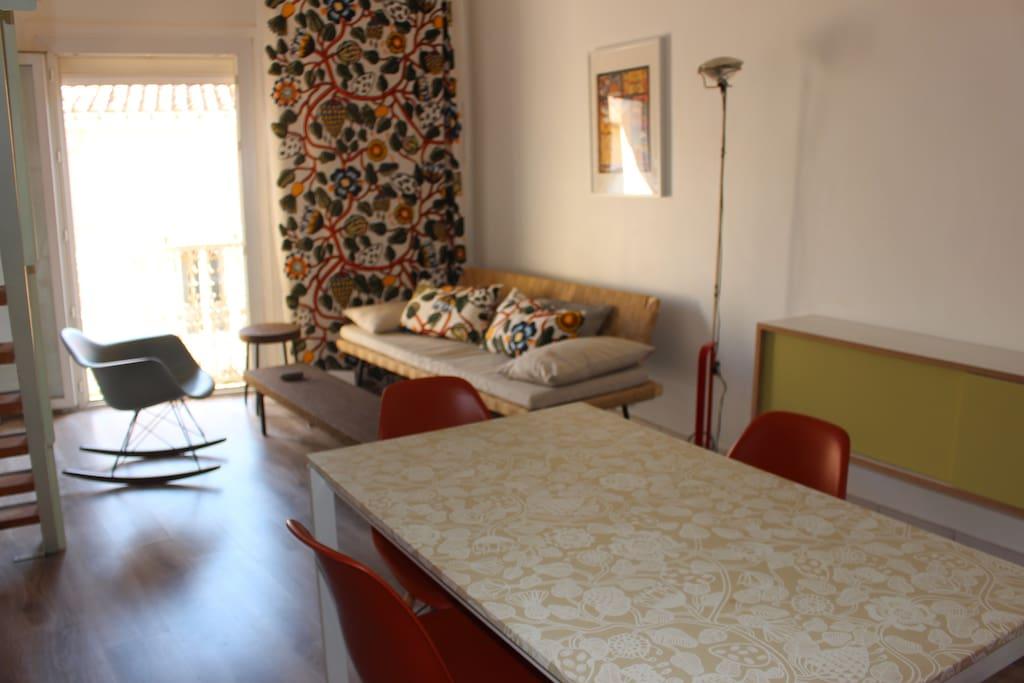 Table de la cuisine et le séjour