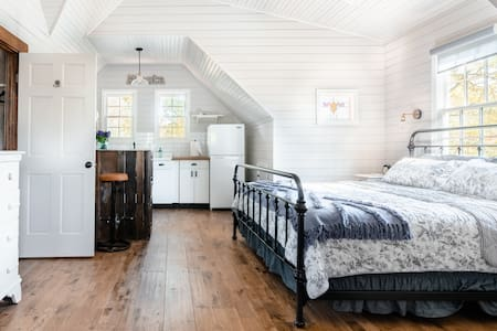 The Grant Park Farmhouse- Authentic Southern Charm