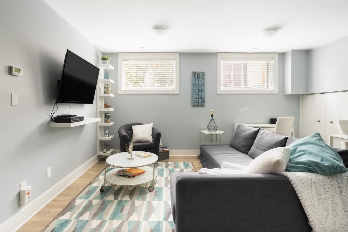 Chic Unit in Sandy Hill / Spacious Private Backyard Access
