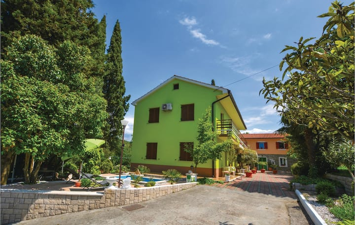Awesome home in Portoroz with WiFi and 2 Bedrooms