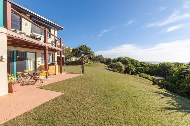 Absolute Beachfront, Couples Retreat at 'White Waves' Hastings Point