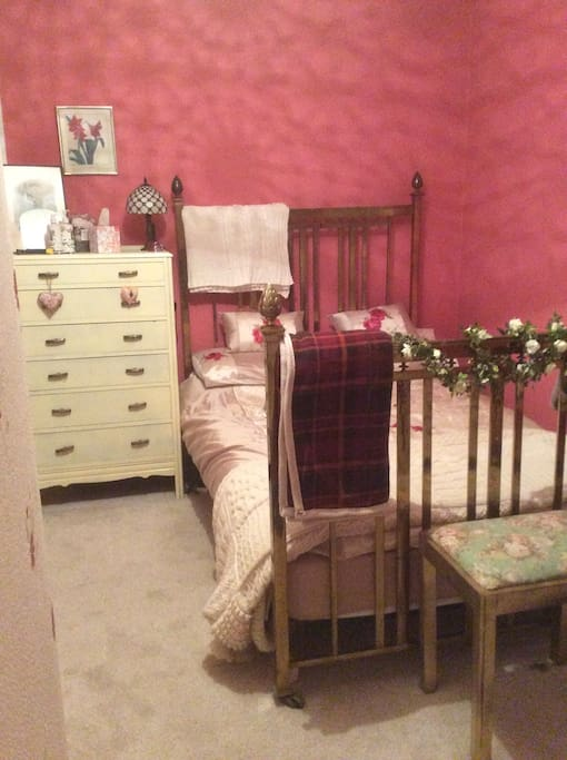 Cosey double room with 150 year old brass bed,with a new mattress locally sourced and made