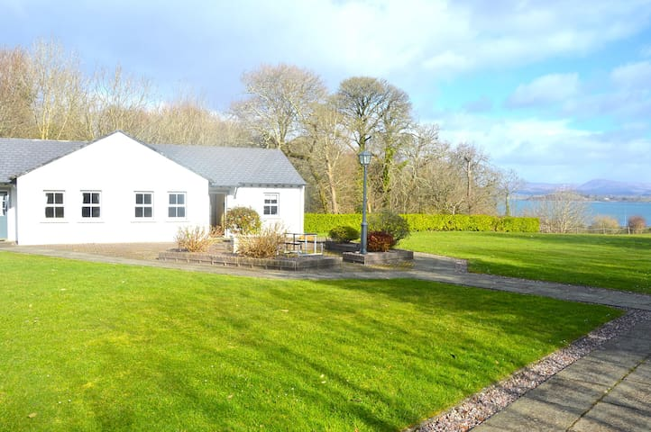 Lovely cottage with park, close to the sea, SPA