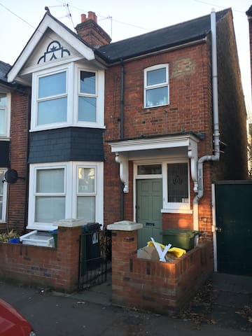 Cosy 3 bedrooms Victorian house near London