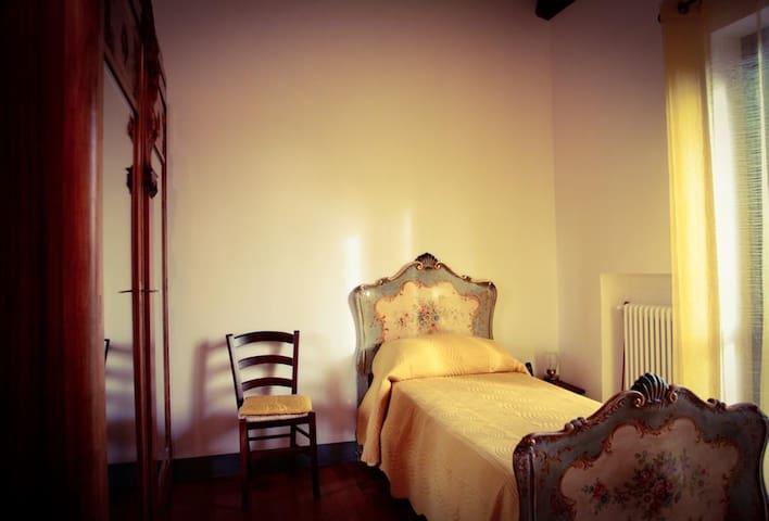 Camera attigua alla camera da letto 2