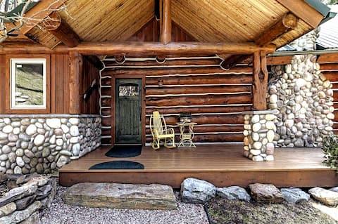 Belle cabane en rondins surplombant le lac Flathead!