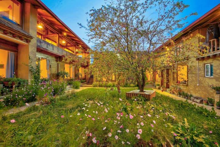 香格里拉,独克宗古城,阳光花园院落,复式loft亲子房,接机接站,停车位,旅行攻略