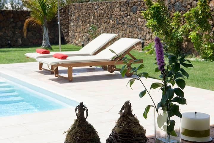 Preciosa Villa Coral con Piscina, Wifi y AC
