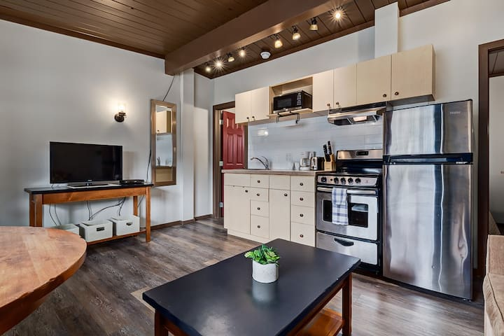 ✿Modern Cozy Condo On The Edge Of Canmore✿