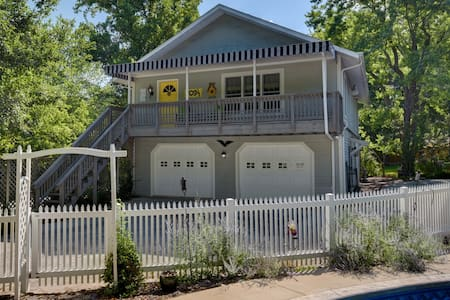 Ozark Historic River District Carriage House