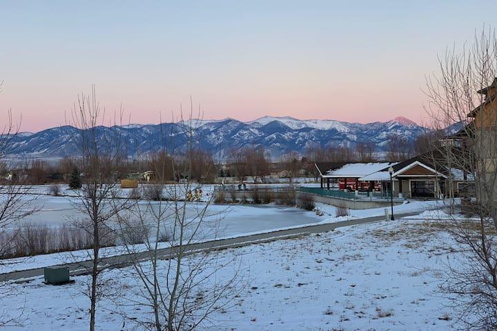 Cozy Condo with Mountain Views