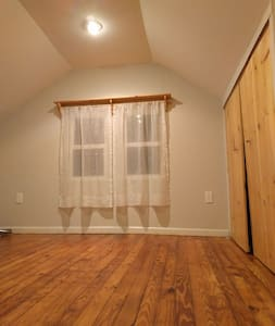 2BR + Personal Bath in Private Home - Frederick