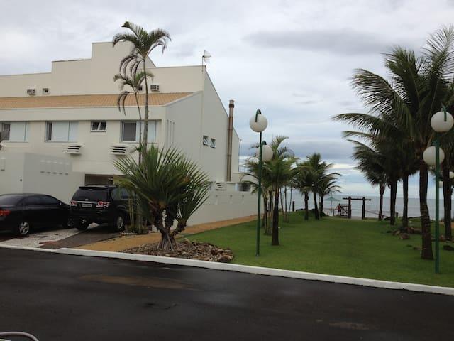 Casa beira mar em Condomínio Fechado - Itapoá - House
