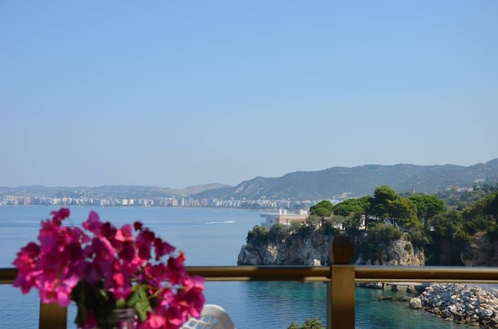 Luxury Apartment in Vlora by the Sea with Seaview - Vlorë - Apartemen