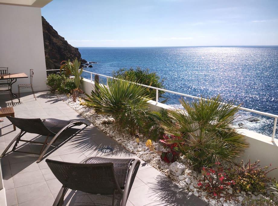 Terrasse avec vue imprenable sur la mer