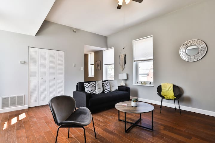 Classy + Bold 2BR Apt in Central West End