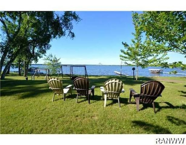 Gorgeous Log Cabin on Big Yellow Lake in Webster