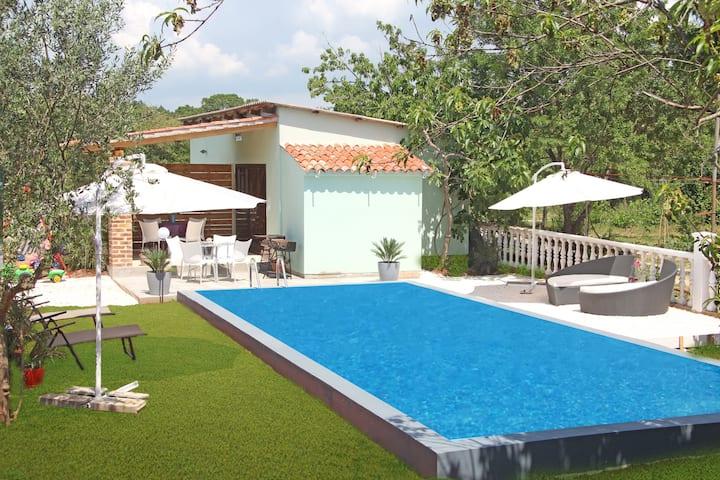 Villa Nadine, Apartman Hanna with pool