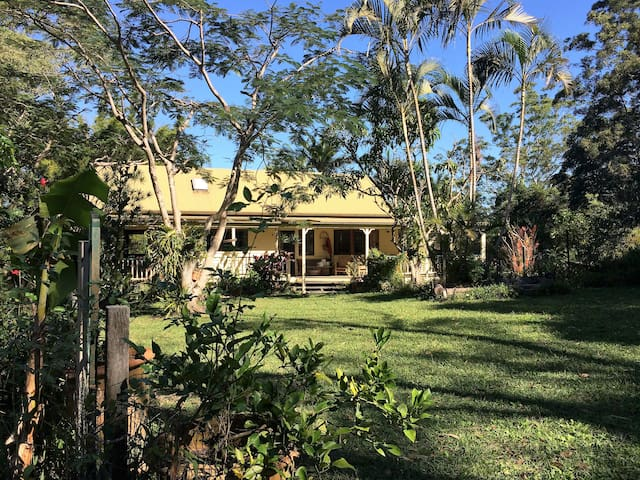Noosa trail network Country Retreat, spacious!!!! - Pomona