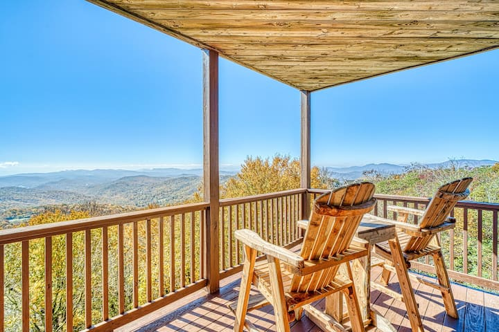 Spacious condo w/mountain views from furnished balcony - near ski lifts