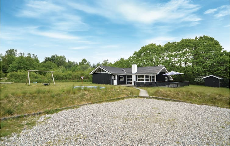 Holiday cottage with 4 bedrooms on 103m² in Toftlund