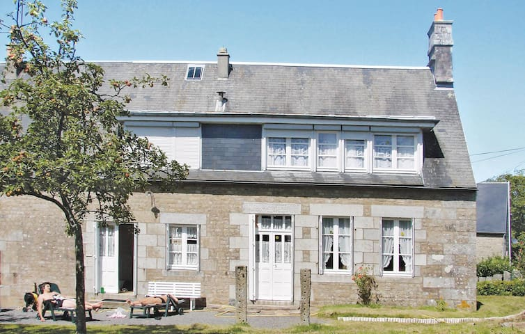 Holiday cottage with 3 bedrooms on 110 m² in Champ du Boult