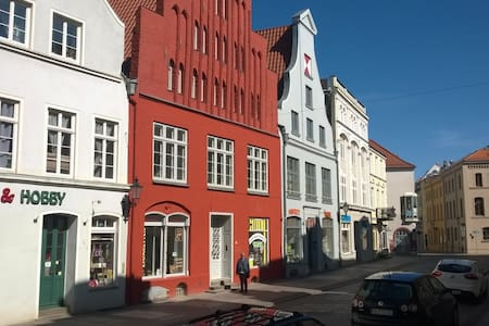 In the heart of the historic old town of Wismar - Wismar - Huoneisto