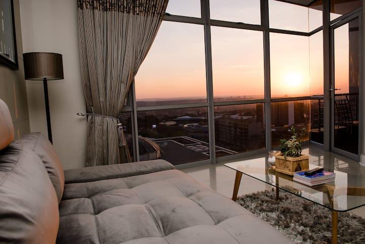Luxury modern (WIFI) apartment – central Sandton