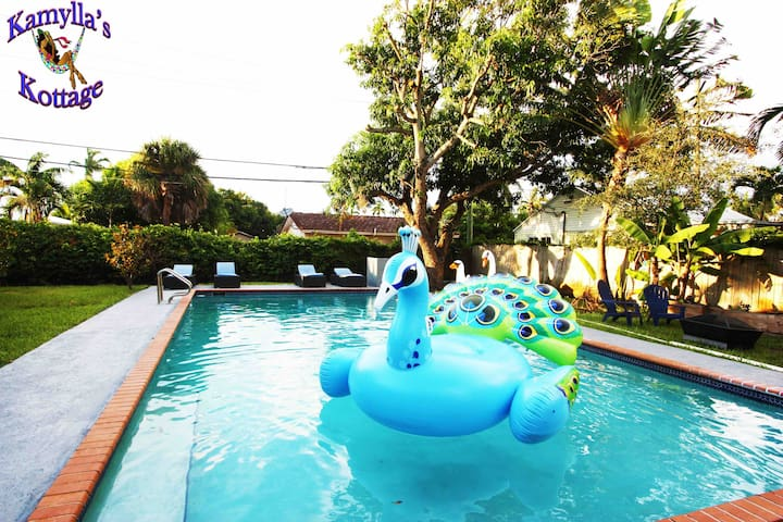 Kamylla's Kottage!! Pool, near beaches/restaurants