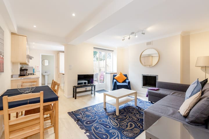 Lovely 1-Bedroom Flat with Patio in Chelsea