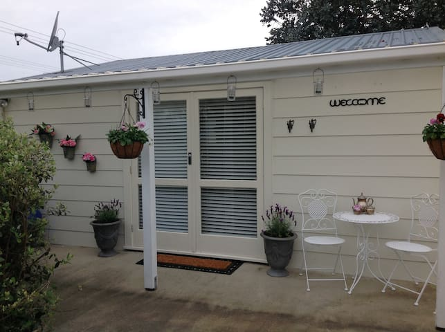 4 Paddocks cottage Bed and Breakfast - Greytown - Bungaló