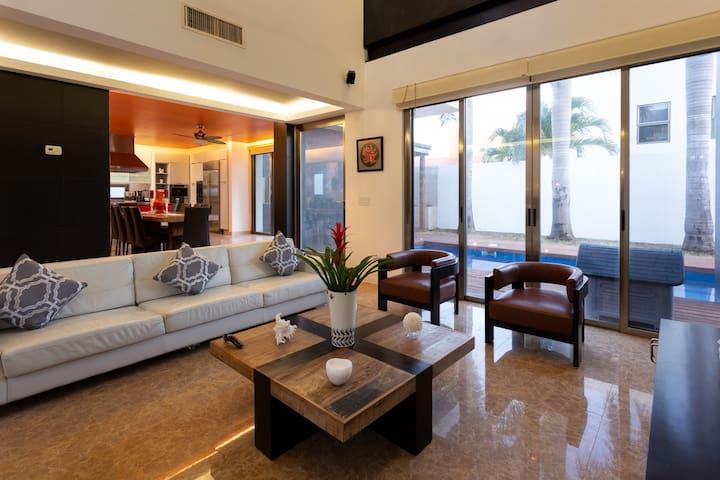 Casa moderna con alberca privada en Cancún