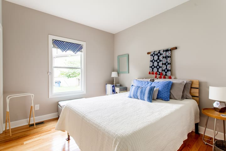 Cozy Guest Room in East Nashville