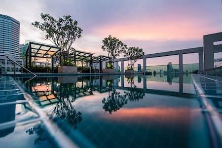 28th FLOOR HIGHRISE Wifi*Gym*Infinity-pool*Gardens - Μπανγκόκ