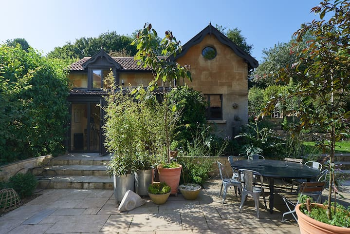 Artist Garden Studio - Sunnybank