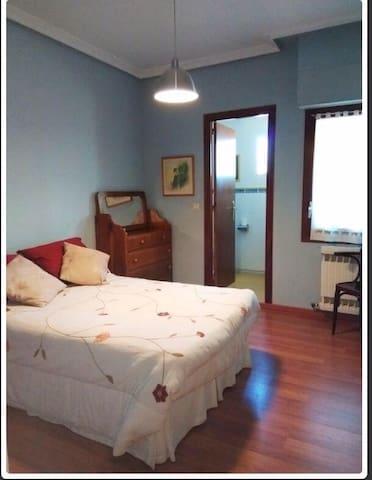 Gran dormitorio en suite centrico