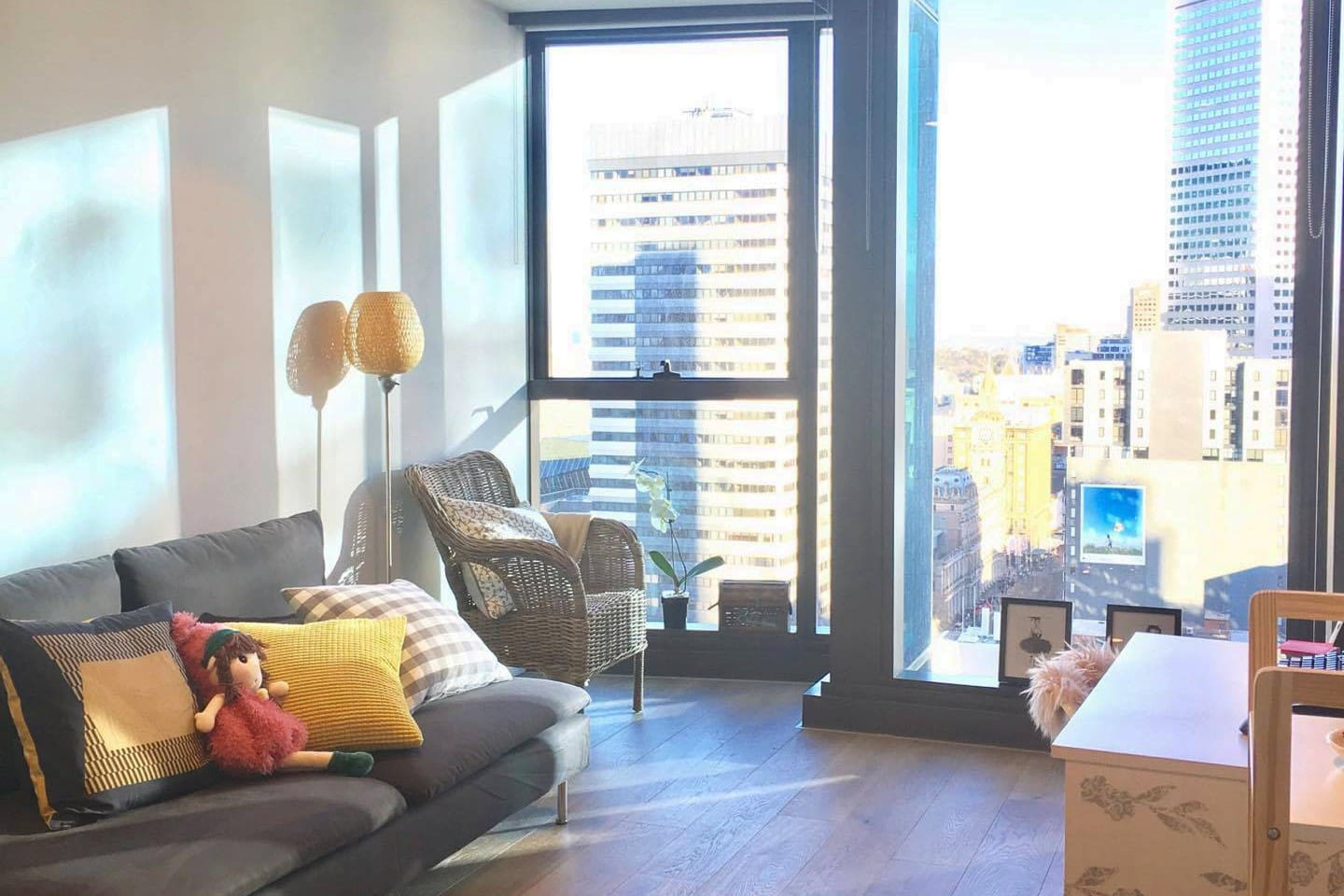 Living room, exposing Melbourne City from level 17