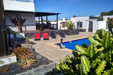 Estudio en villa con piscina - Costa Teguise