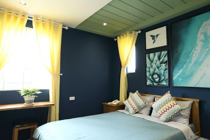SleepBox Phú Quốc - Room 1 bed for 2 People