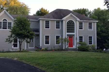 Large Colonial near all Maine's summer attractions - Falmouth - Dům