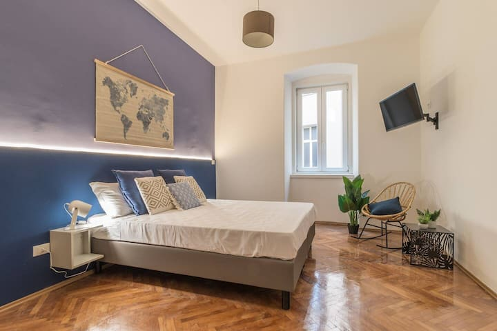 Elegant 8 seats near the Station★Grey and Blue★Free Wifi