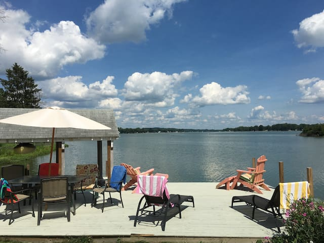 Buckeye Lake Prime Lakefront View Sleeps 6+ - Buckeye Lake - House