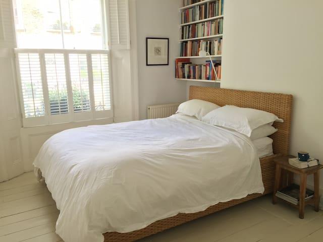 A Double Bedroom in Primrose Hill Village
