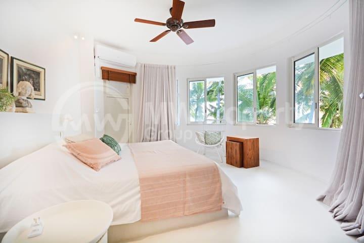 Master Bedroom (Upstairs with beautiful sea views)