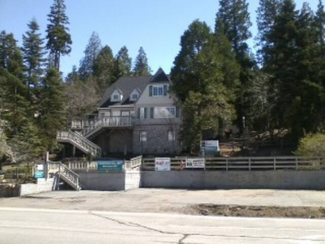 A ROOM WITH VIEW - Lake Arrowhead - Townhouse