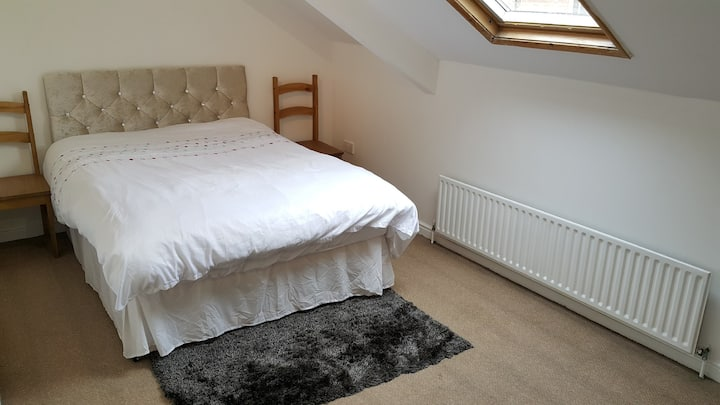 Spacious Double Bedroom in City Centre & Parking