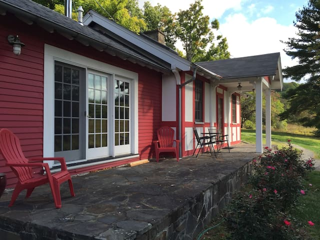 Comfy Cottage - Staatsburg